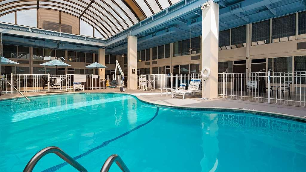 SureStay Plus Hotel by Best Western Albany Airport - Poolansicht