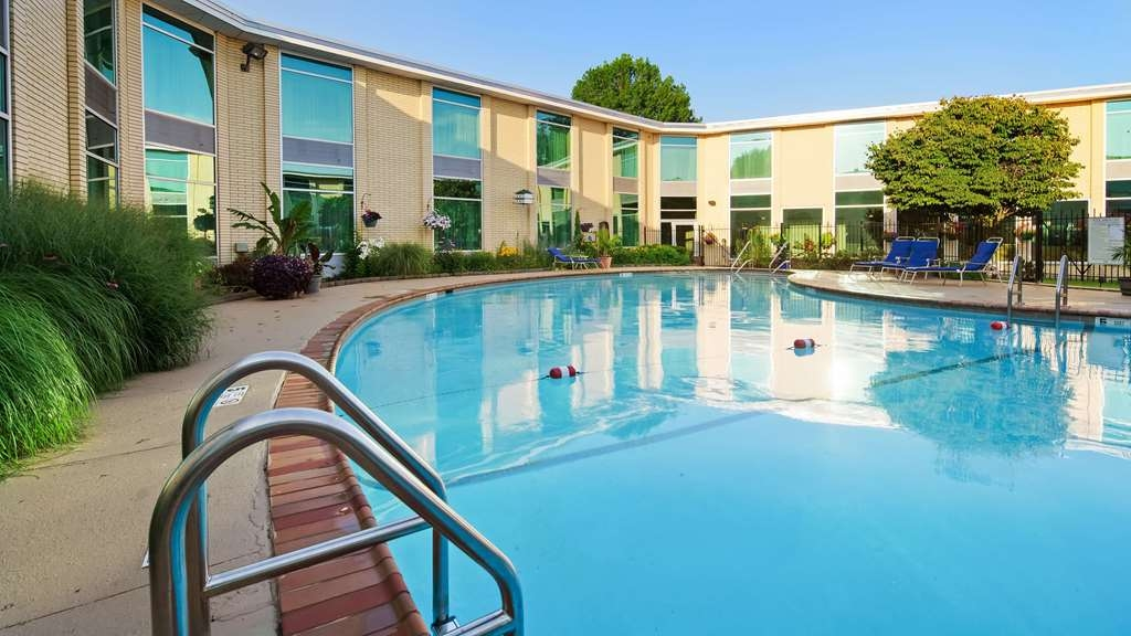 SureStay Plus Hotel by Best Western Syracuse Airport - Poolansicht