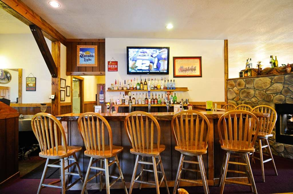 SureStay Plus Hotel by Best Western Berkeley Springs - Bar/Lounge