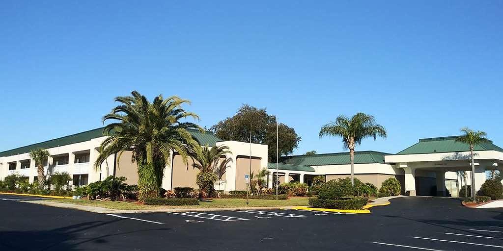 SureStay Plus Hotel by Best Western Clearwater Central - Aussenansicht