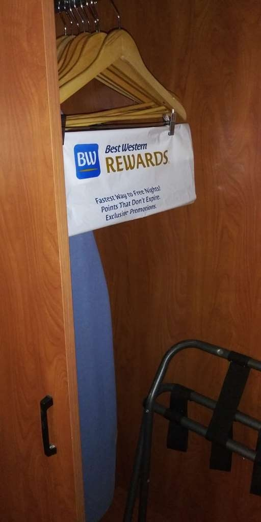 SureStay Plus Hotel by Best Western Clearwater Central - Chambre d'agrément