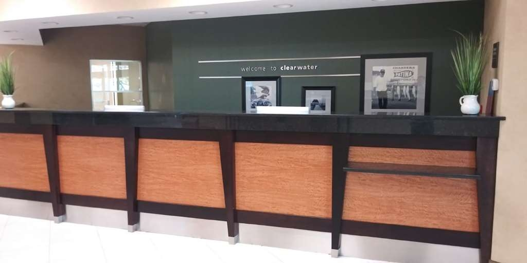 SureStay Plus Hotel by Best Western Clearwater Central - Vue du lobby