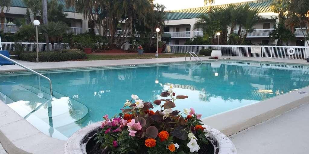 SureStay Plus Hotel by Best Western Clearwater Central - Vue de la piscine