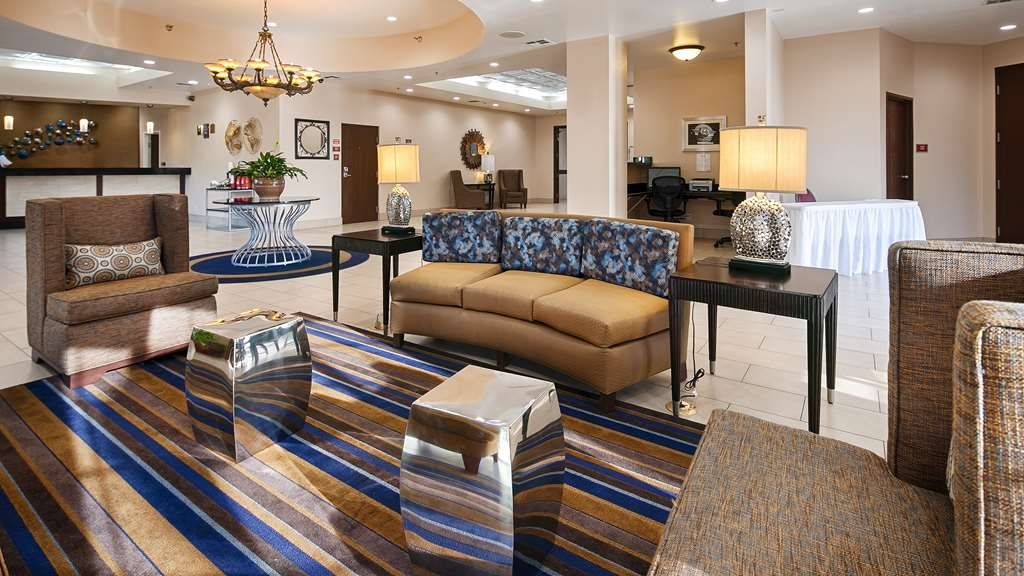 Best Western Plus Heritage Inn Rancho Cucamonga/Ontario - Relax and enjoy meeting with family and friends in our quaint lobby.