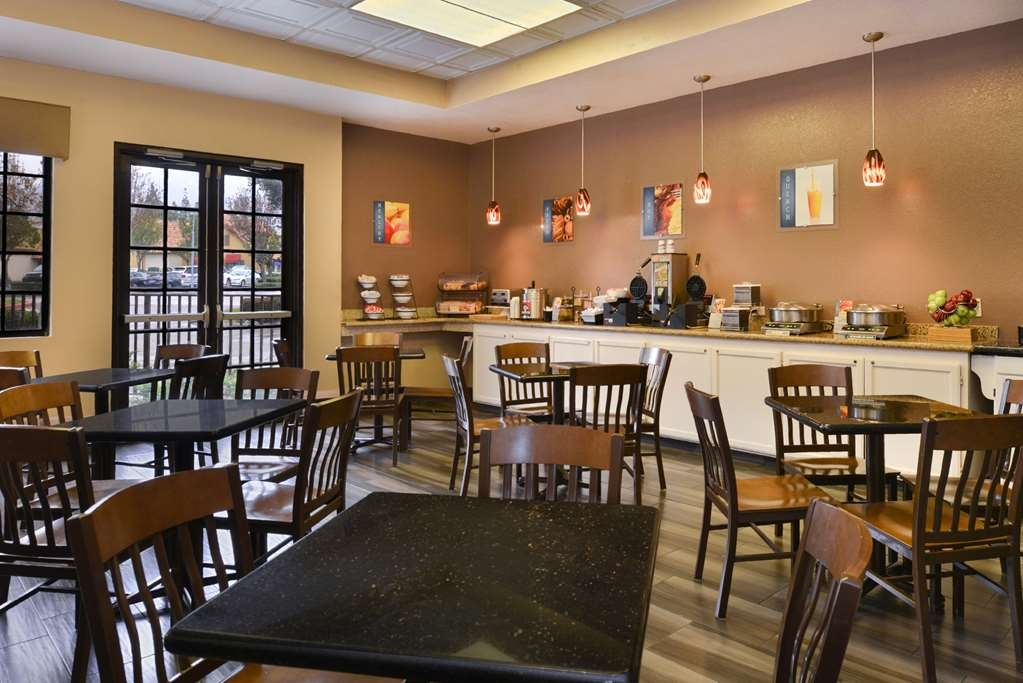 Best Western Plus Heritage Inn Rancho Cucamonga/Ontario - Breakfast room serves a variety of hot and cold items which vary each day from waffles, sausage, bacon, scrambled eggs and more.