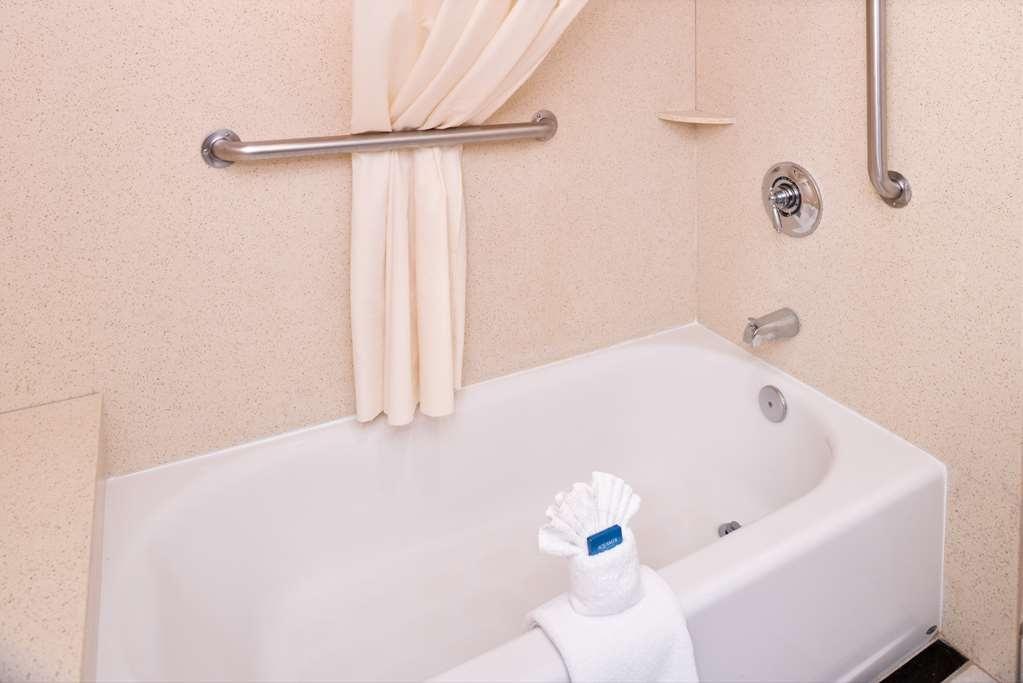 Best Western Plus Heritage Inn Rancho Cucamonga/Ontario - Guest Bathroom