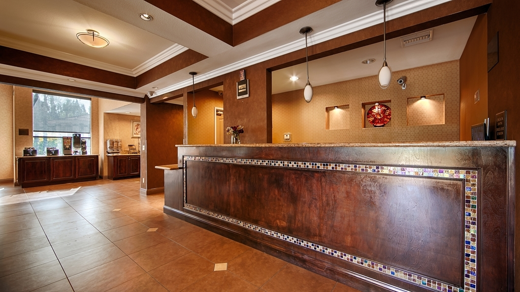 Best Western Diamond Bar Hotel & Suites - Reception Desk
