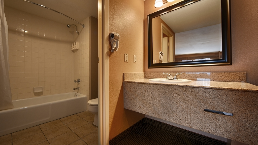 Best Western Diamond Bar Hotel & Suites - Guest Bathroom