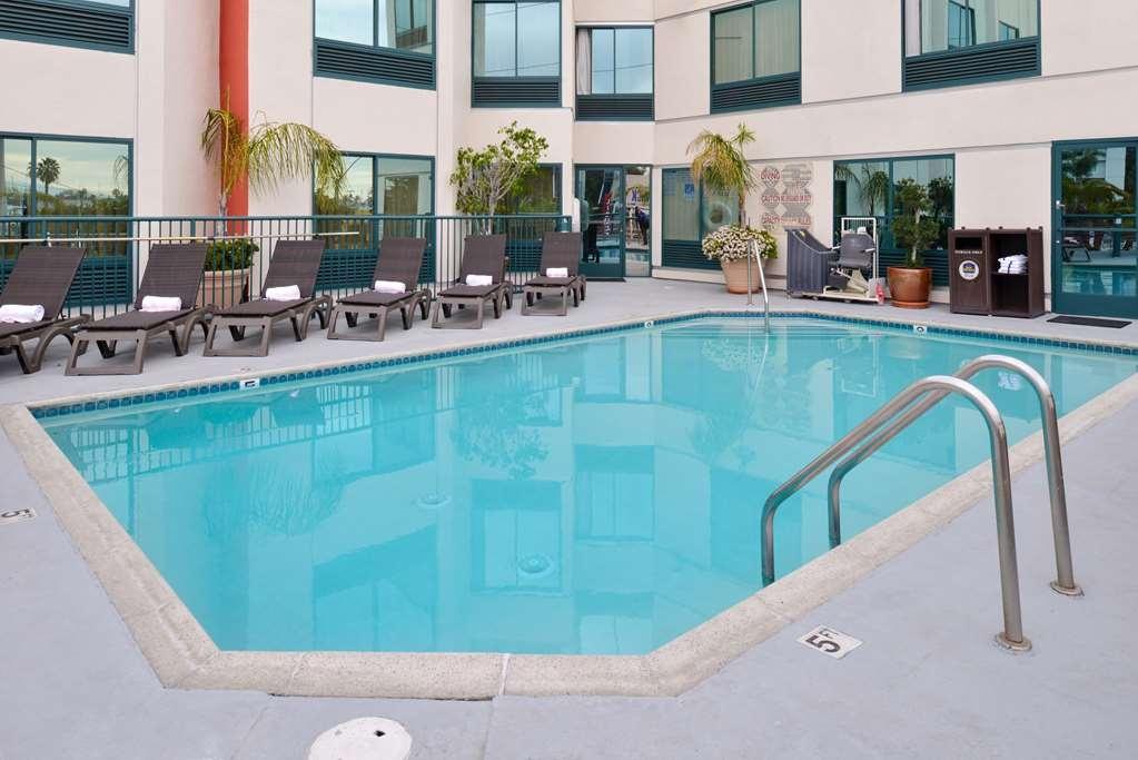 Best Western Plus Suites Hotel - Vue de la piscine