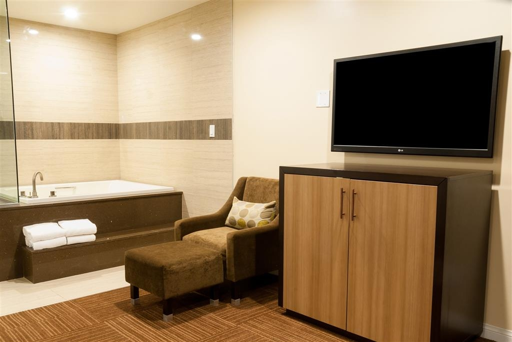 Best Western Plus Glendale - King Spa Room Amenities