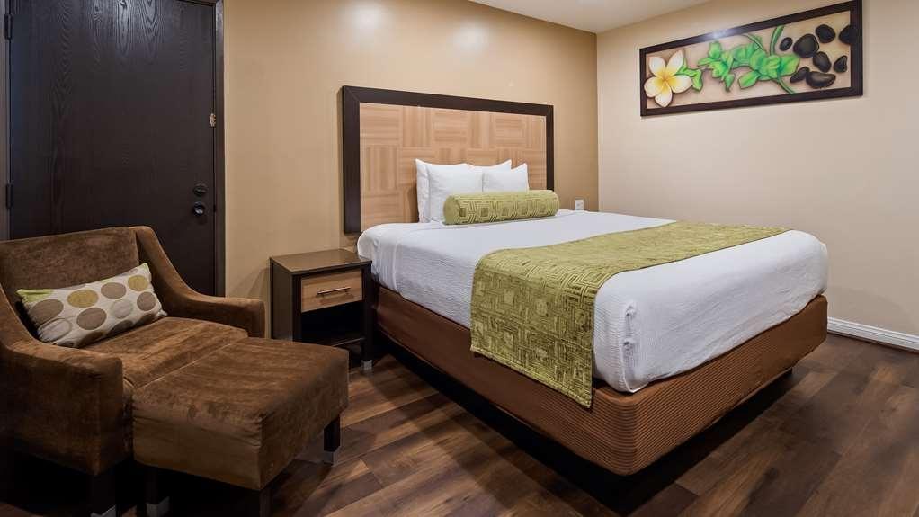 Best Western Plus Glendale - One Queen Guest Room