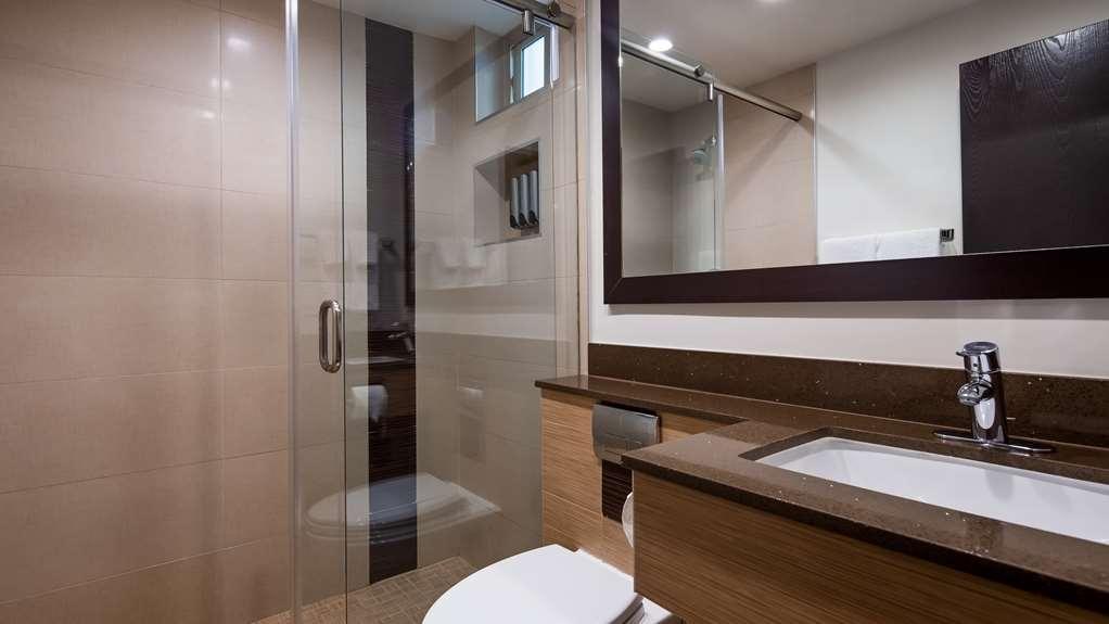 Best Western Plus Glendale - Guest Bathroom