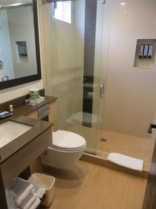 Best Western Plus Glendale - Guest Bathroom