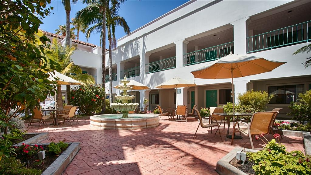 Best Western Plus Casablanca Inn - Courtyard