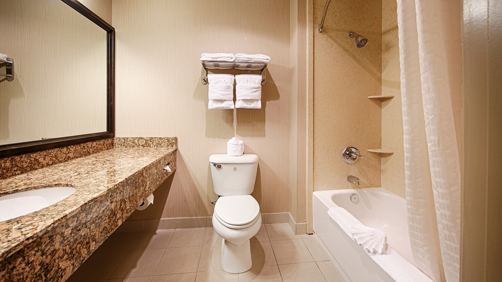 Best Western Plus Casablanca Inn - Enjoy getting ready for the day in our fully equipped guest bathrooms.