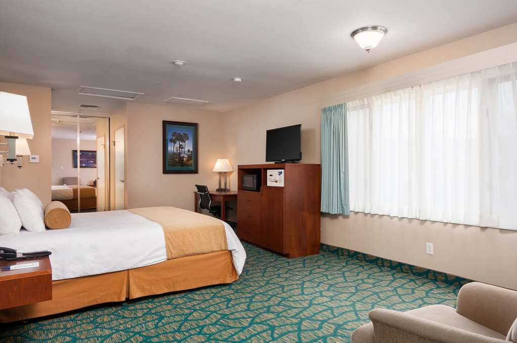 Best Western Plus Casablanca Inn - Remodeled standard king includes new carpet, new lighting, new wall covering and granite vanity.