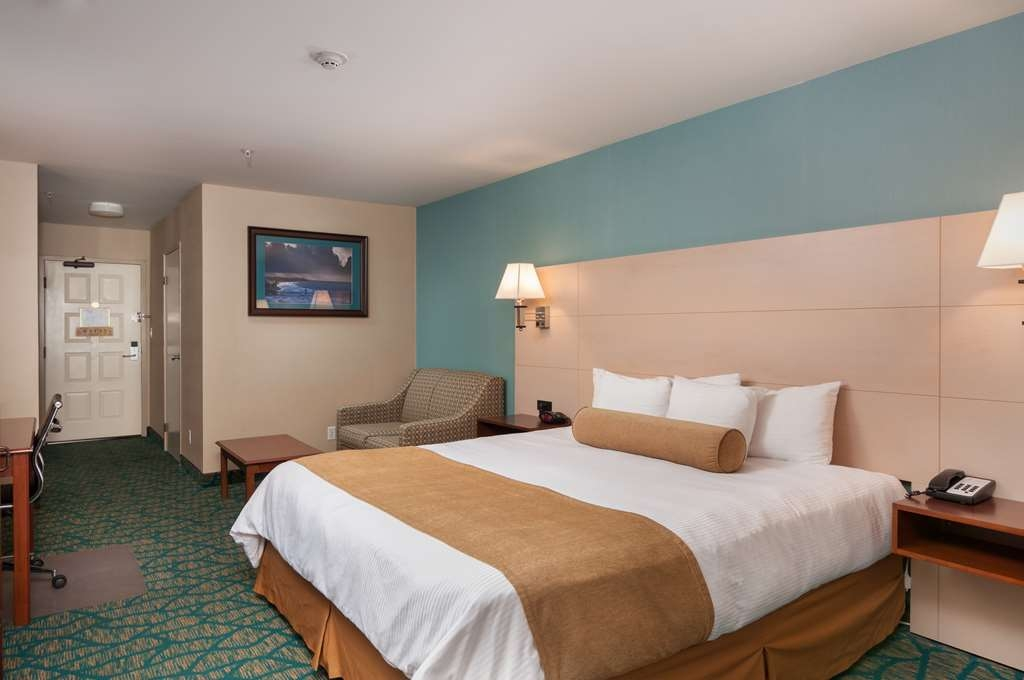 Best Western Plus Casablanca Inn - Nicely decorated balcony room with a King sized bed, and single sized sleeper sofa.