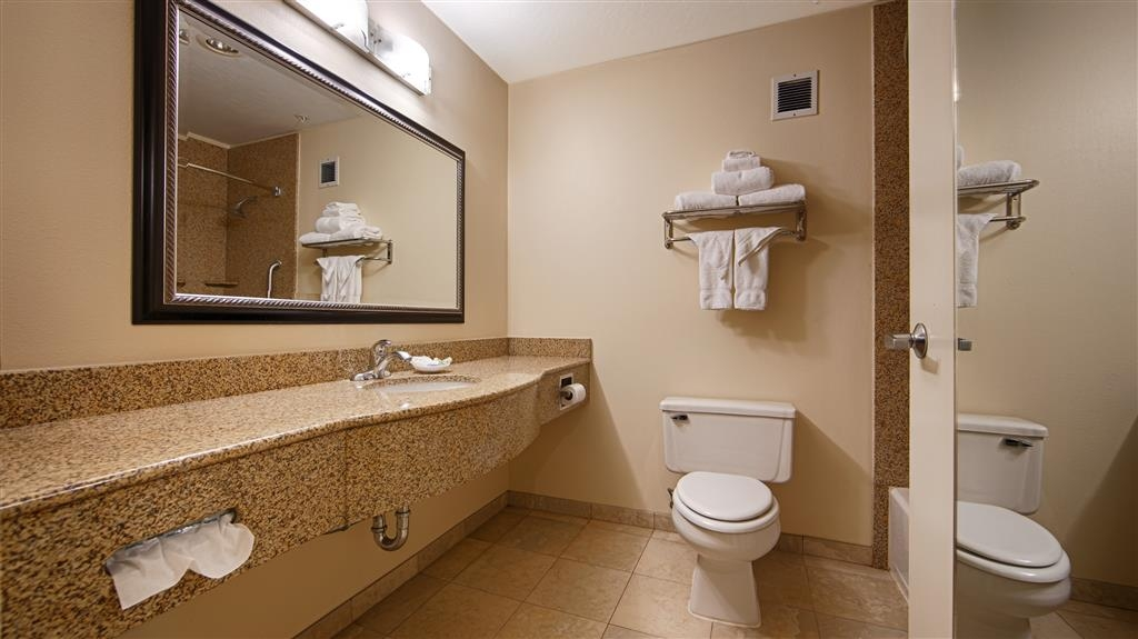 Best Western Porterville Inn - Enjoy getting ready for the day in our guest Bathrooms