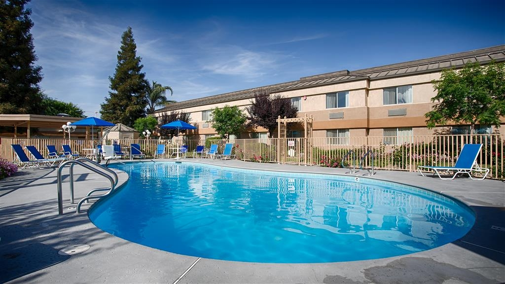 Best Western Porterville Inn - Take a refreshing dip in our Outdoor Pool