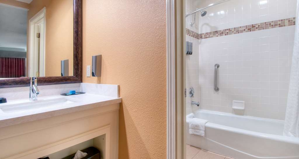 Best Western Plus Dixon Davis - Enjoy getting ready in our guest bathrooms!