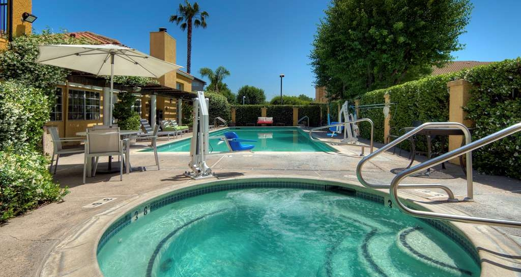 Best Western Plus Dixon Davis - Piscina all'aperto