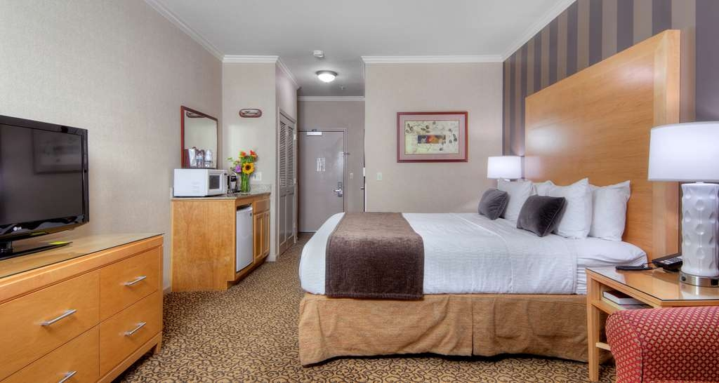 Best Western Plus Dixon Davis - Make yourself at home in our King interior corridor rooms! (Pets are not allowed in this room)