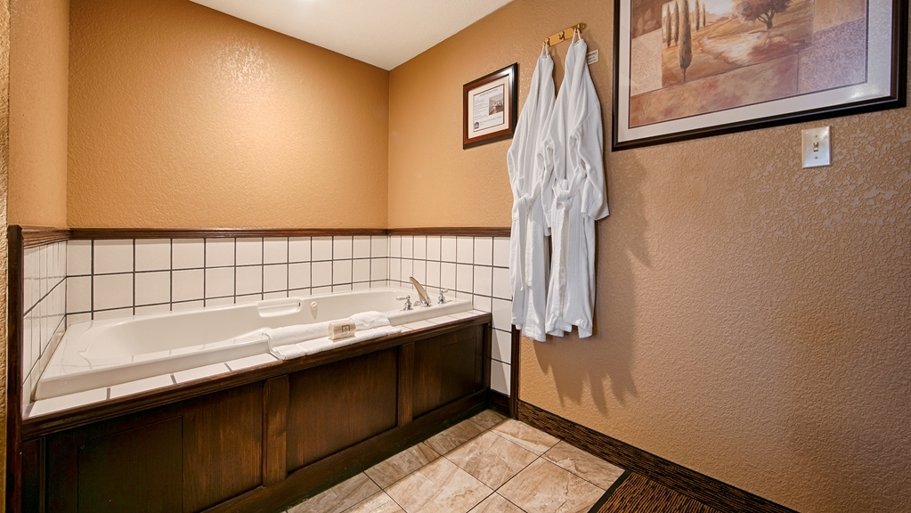 Best Western Country Inn - Stretch out with the extra space in our King Jacuzzi® guest room with one King bed.
