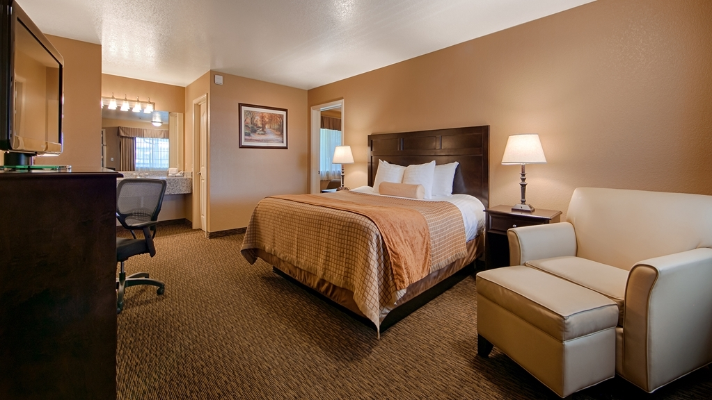 Best Western Country Inn - Bringing the family? Stay in our Suite with two rooms, a king bed in one room and a queen bed in the other.