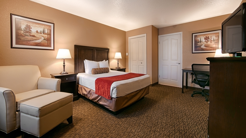 Best Western Country Inn - For your convenience, we have a mobility accessible queen guest room has one queen bed and a roll-in shower.