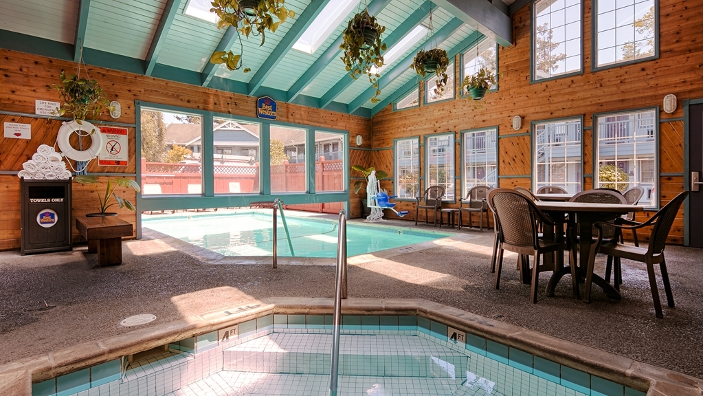 Best Western Country Inn - Poolansicht