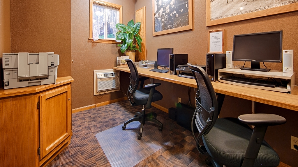 Best Western Country Inn - Keep up with work in our business center.