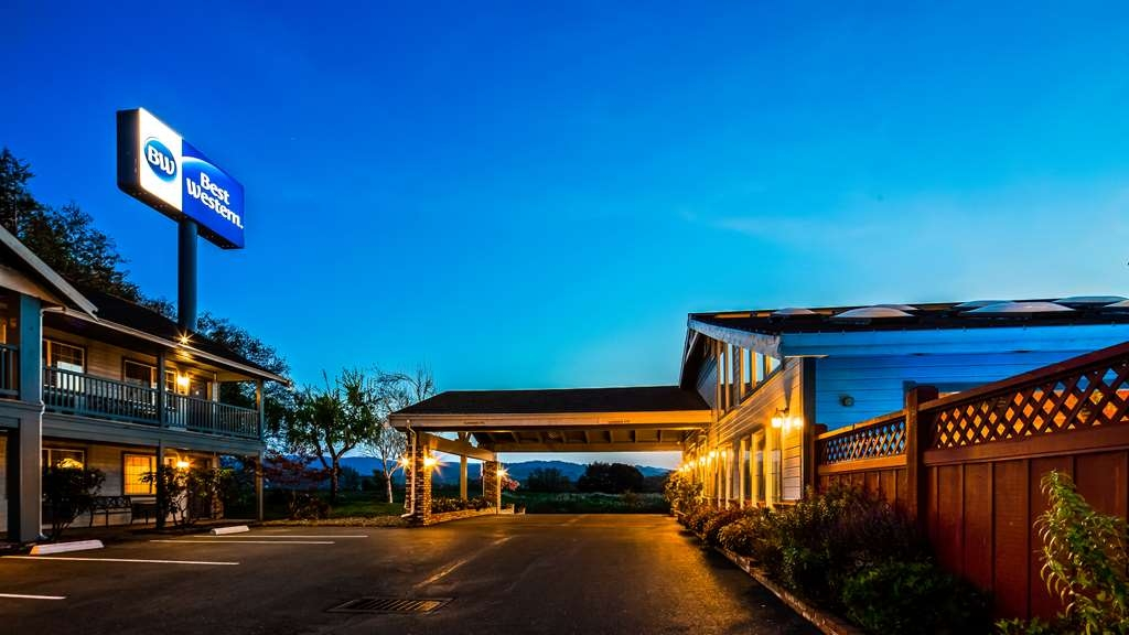 Best Western Country Inn - Außenansicht