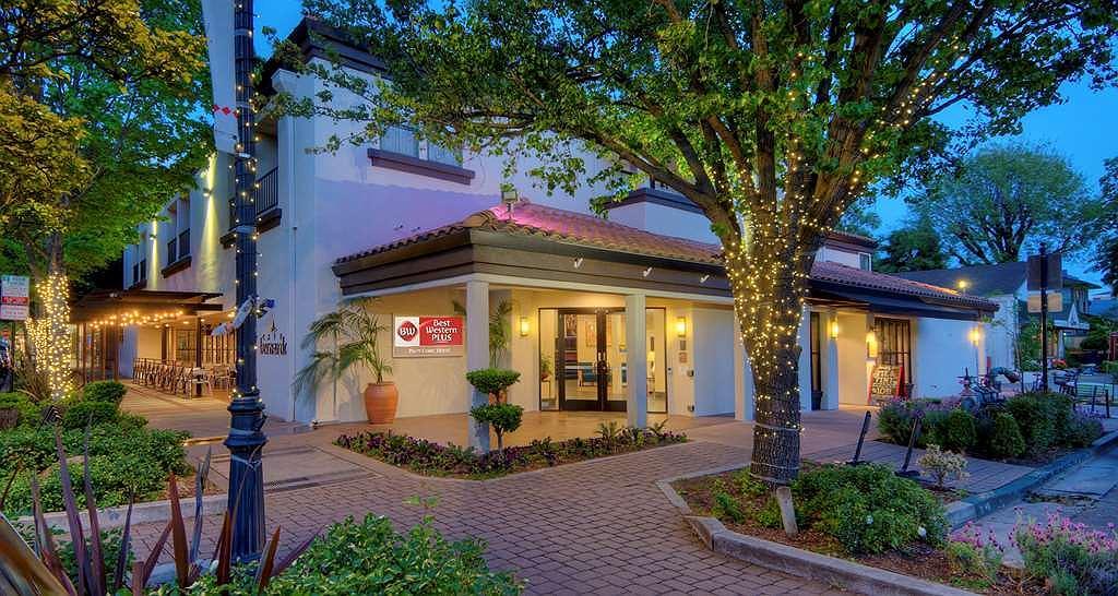 Best Western Plus Palm Court Hotel - Vista exterior
