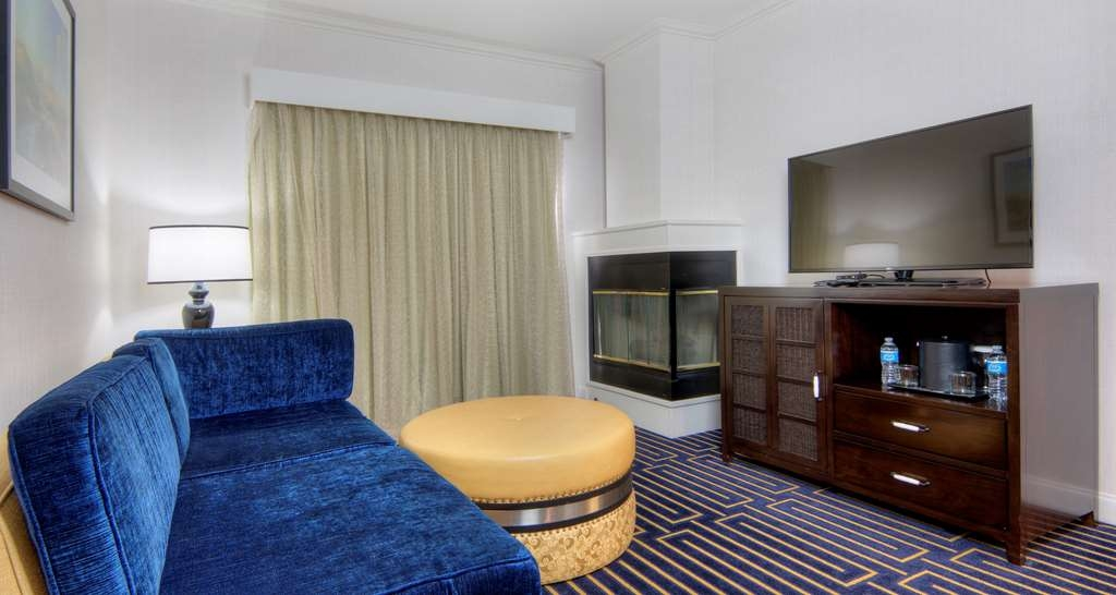 Best Western Plus Palm Court Hotel - Suite