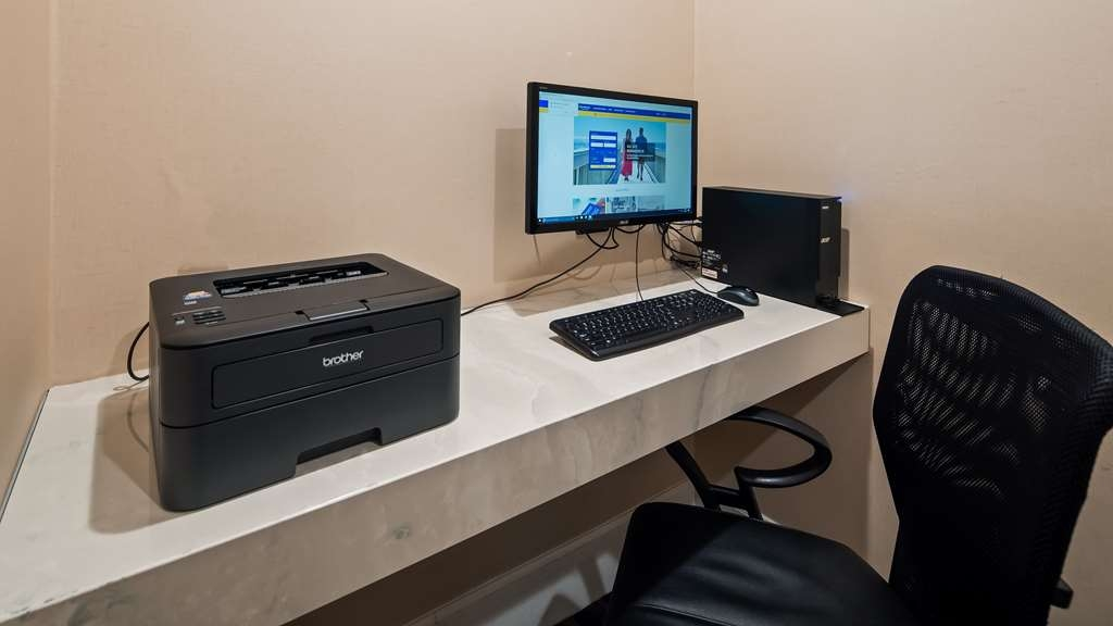 Best Western Plus Palm Court Hotel - Our business center features a free printer for you to use.