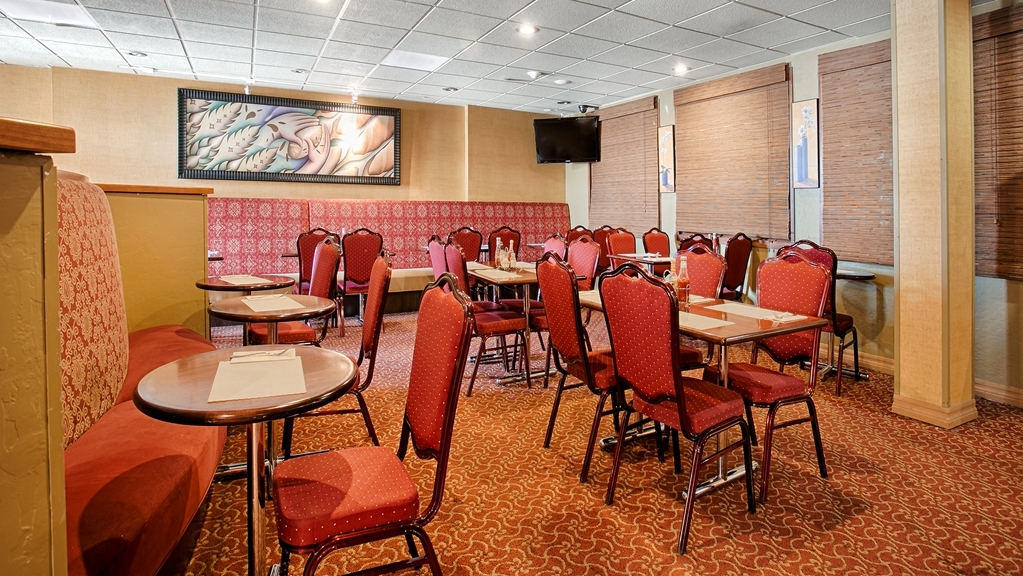 Best Western Plus Brookside Inn - Start the day with a meal in our breakfast area.