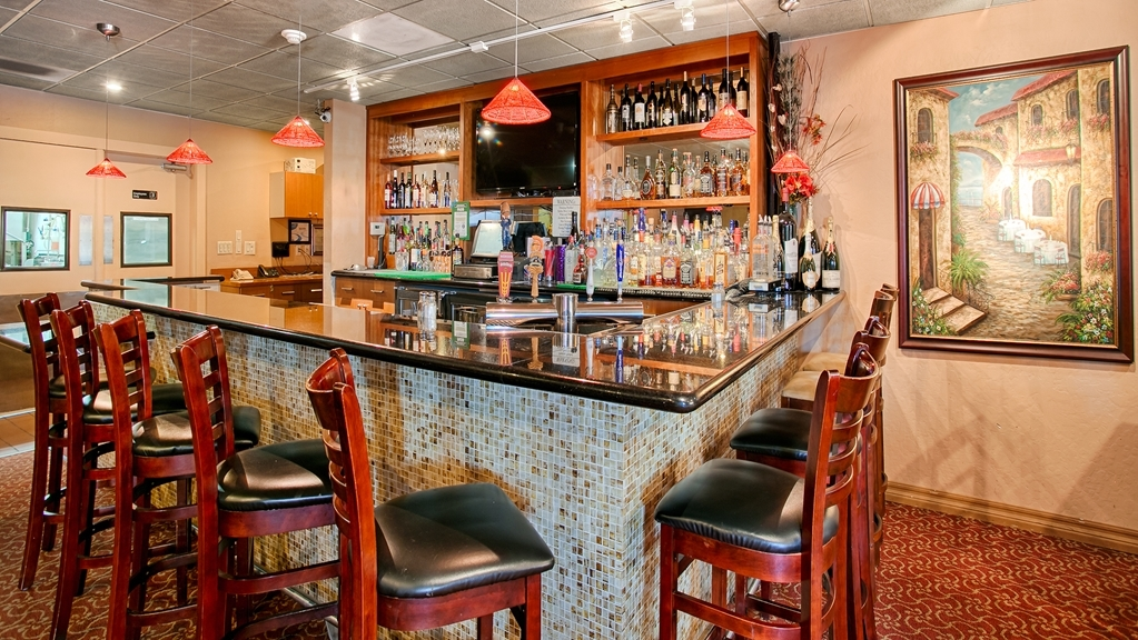 Best Western Plus Brookside Inn - Enjoy a relaxing evening in our bar/lounge.