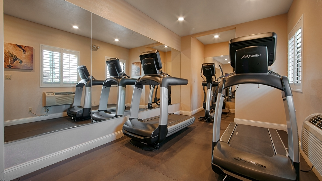 Best Western Plus Brookside Inn - Keep up with your workout routine in our fitness center.