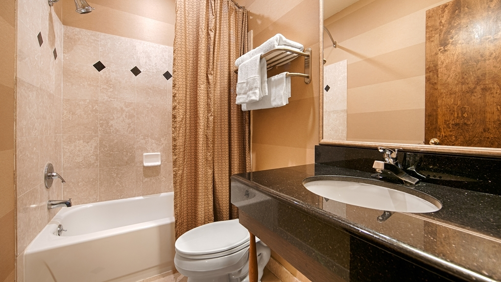 Best Western Plus Brookside Inn - Enjoy getting ready in our guest bathrooms.
