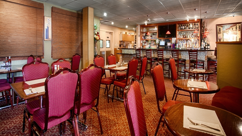 Best Western Plus Brookside Inn - Grab a drink at our bar/lounge.