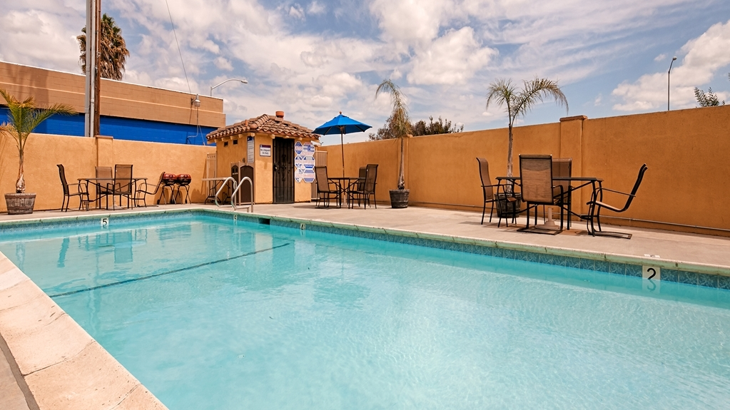 Best Western Plus Brookside Inn - Take a refreshing dip in our outdoor pool.