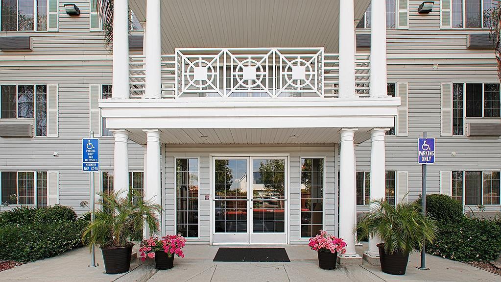 Best Western Luxury Inn - Façade