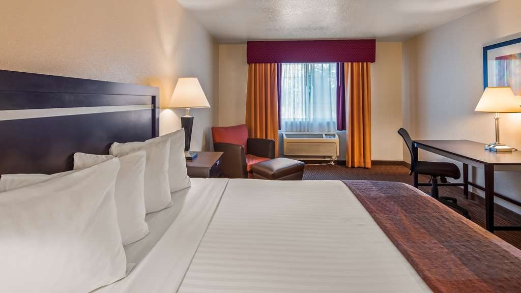 Best Western Luxury Inn - At the end of a long day, relax in our clean, fresh Standard King Room.