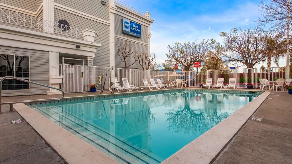 Best Western Luxury Inn - Stay in shape by swimming laps, cool off with a refreshing dip, or just splash around in our outdoor pool.
