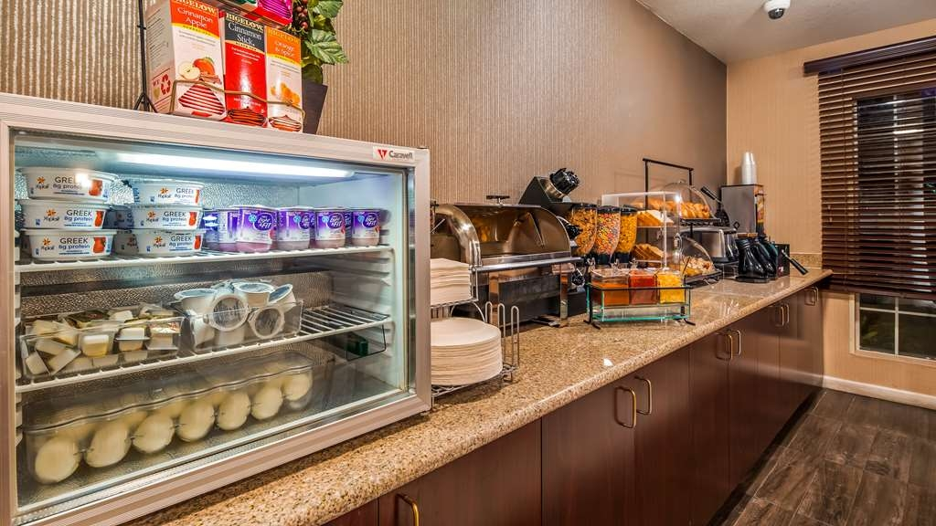 Best Western Luxury Inn - Rise and shine with a complimentary breakfast every morning.