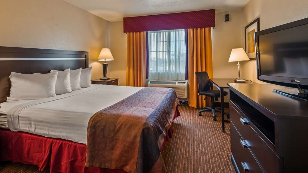 Best Western Luxury Inn - At the end of a long day, relax in our clean, fresh Business Suite.