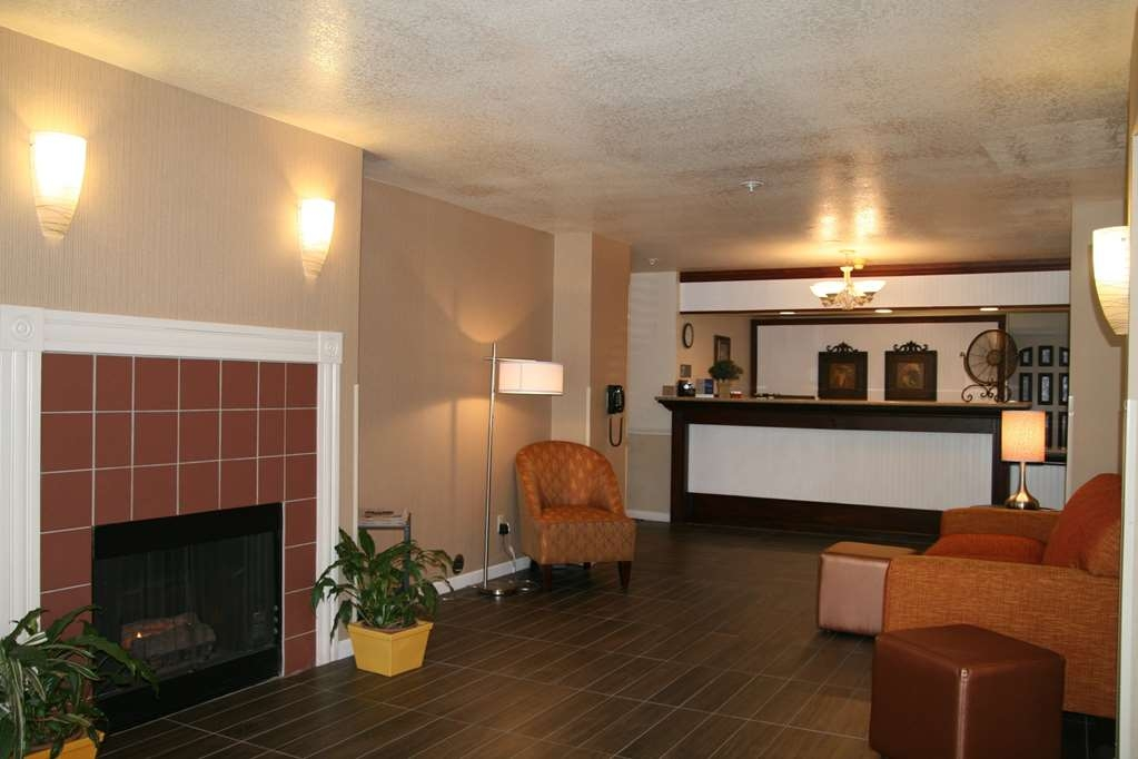 Best Western Luxury Inn - Stay warm by the fireplace or settle into one of the comfortable sofas.