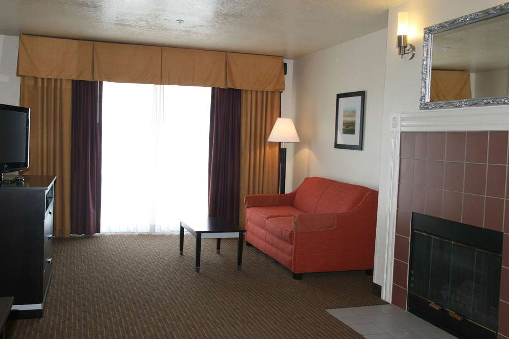 Best Western Luxury Inn - Enjoy relaxing in our luxury suites equipped with a balcony and fireplace.