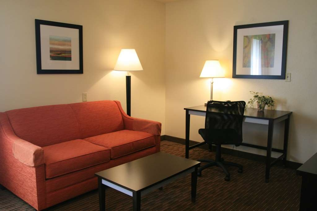 Best Western Luxury Inn - Spacious seating for family and friends.