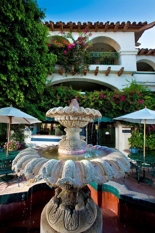 Best Western Plus Las Brisas Hotel - Beautiful courtyard fountains